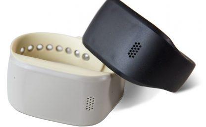 Posifon Active, en svart och en beige (mobilt trygghetslarm)